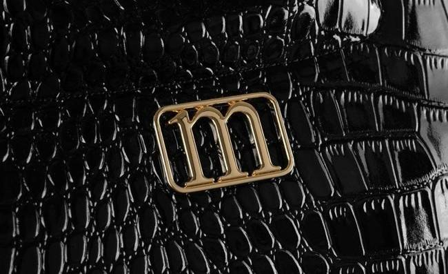 Kuferek damski czarny lakierowany Monnari BAG2830-020