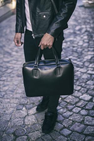 Skórzana elegancka męska teczka na laptop BRODRENE BL13 czarna